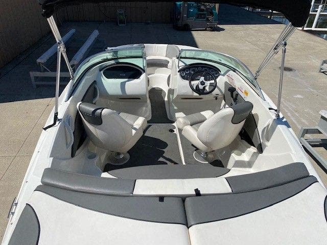 2011 Sea Ray boat for sale, model of the boat is 185 SPORT & Image # 4 of 15