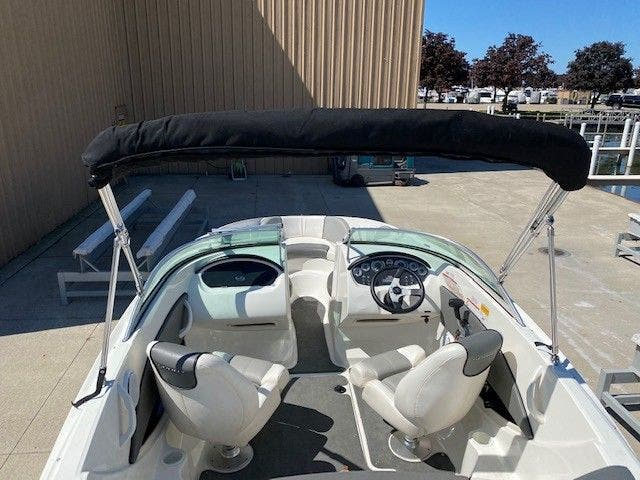 2011 Sea Ray boat for sale, model of the boat is 185 SPORT & Image # 5 of 15