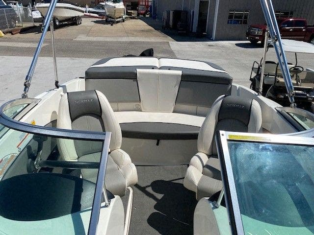2011 Sea Ray boat for sale, model of the boat is 185 SPORT & Image # 7 of 15