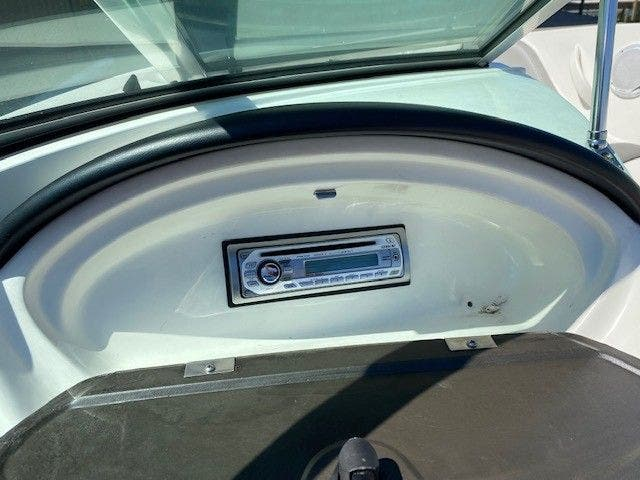 2011 Sea Ray boat for sale, model of the boat is 185 SPORT & Image # 8 of 15