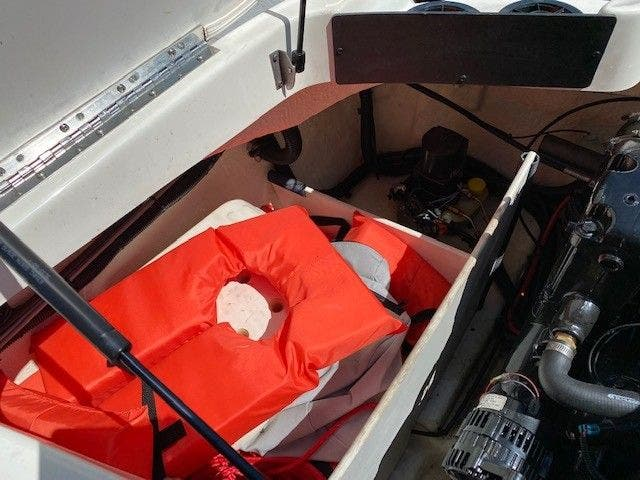 2011 Sea Ray boat for sale, model of the boat is 185 SPORT & Image # 13 of 15