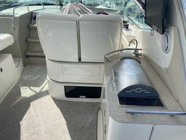 2011 Sea Ray boat for sale, model of the boat is 370 SUNDANCER & Image # 7 of 28