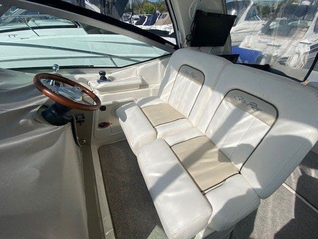 2011 Sea Ray boat for sale, model of the boat is 370 SUNDANCER & Image # 12 of 28