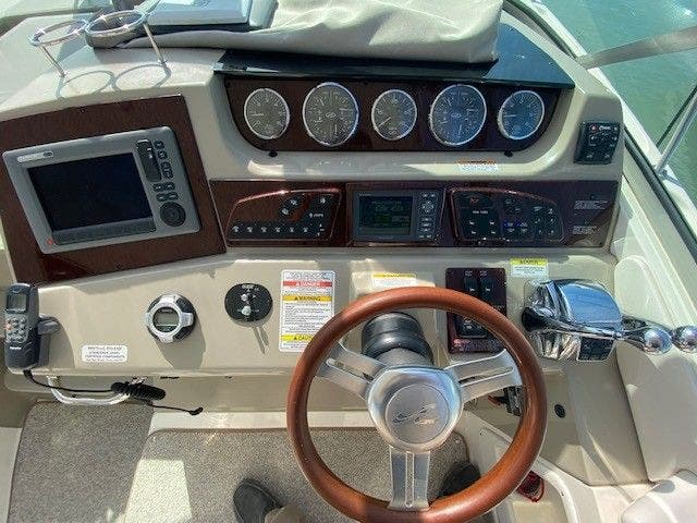 2011 Sea Ray boat for sale, model of the boat is 370 SUNDANCER & Image # 13 of 28