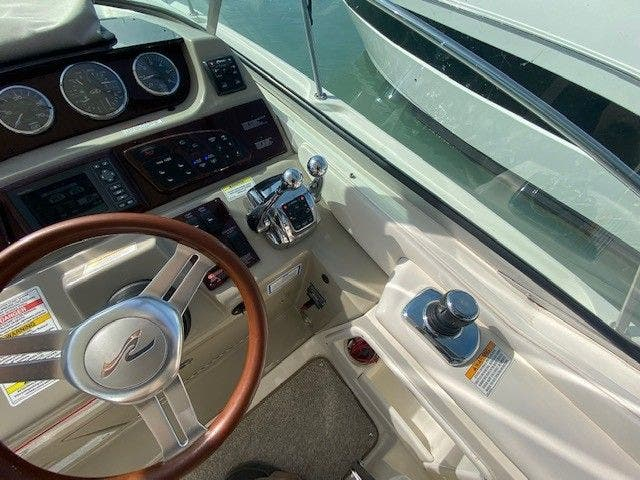2011 Sea Ray boat for sale, model of the boat is 370 SUNDANCER & Image # 14 of 28