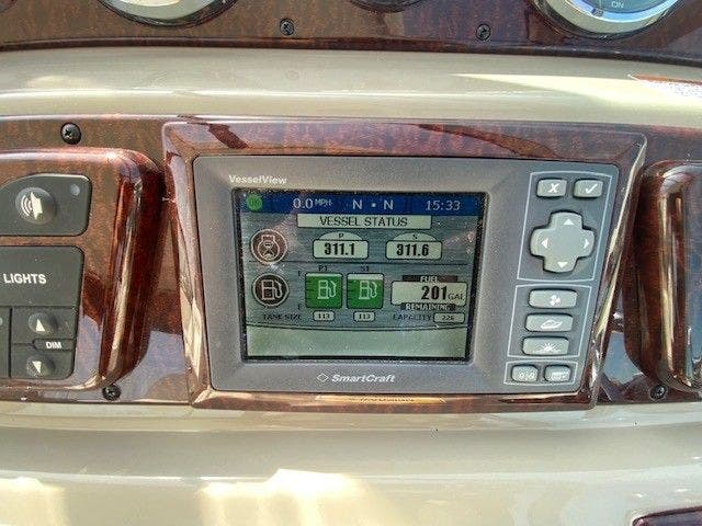 2011 Sea Ray boat for sale, model of the boat is 370 SUNDANCER & Image # 15 of 28