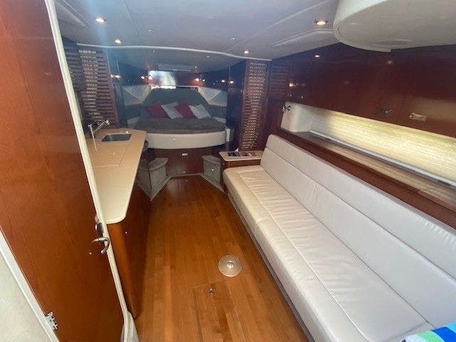 2011 Sea Ray boat for sale, model of the boat is 370 SUNDANCER & Image # 16 of 28