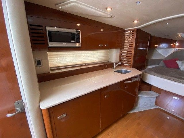 2011 Sea Ray boat for sale, model of the boat is 370 SUNDANCER & Image # 17 of 28
