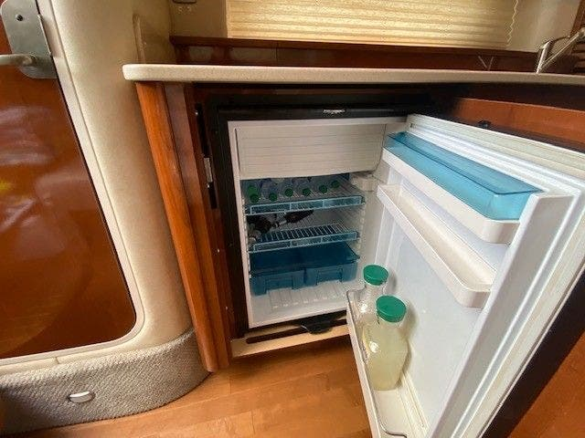 2011 Sea Ray boat for sale, model of the boat is 370 SUNDANCER & Image # 18 of 28