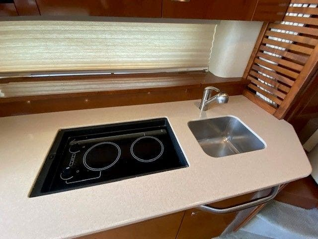 2011 Sea Ray boat for sale, model of the boat is 370 SUNDANCER & Image # 20 of 28