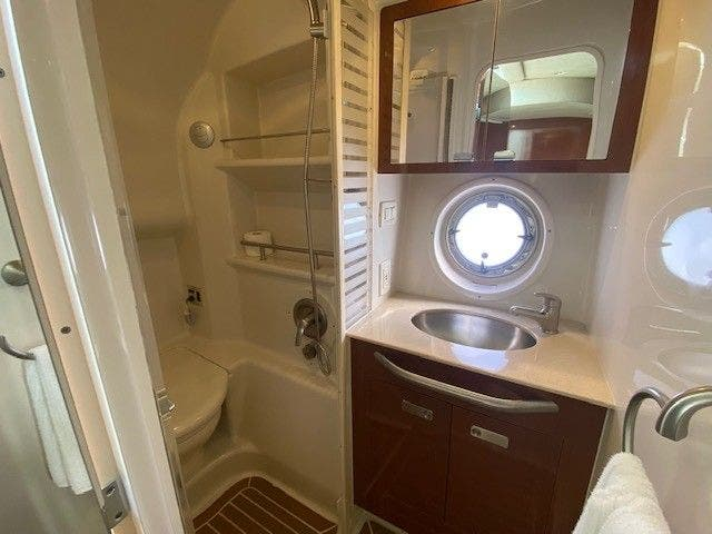 2011 Sea Ray boat for sale, model of the boat is 370 SUNDANCER & Image # 23 of 28