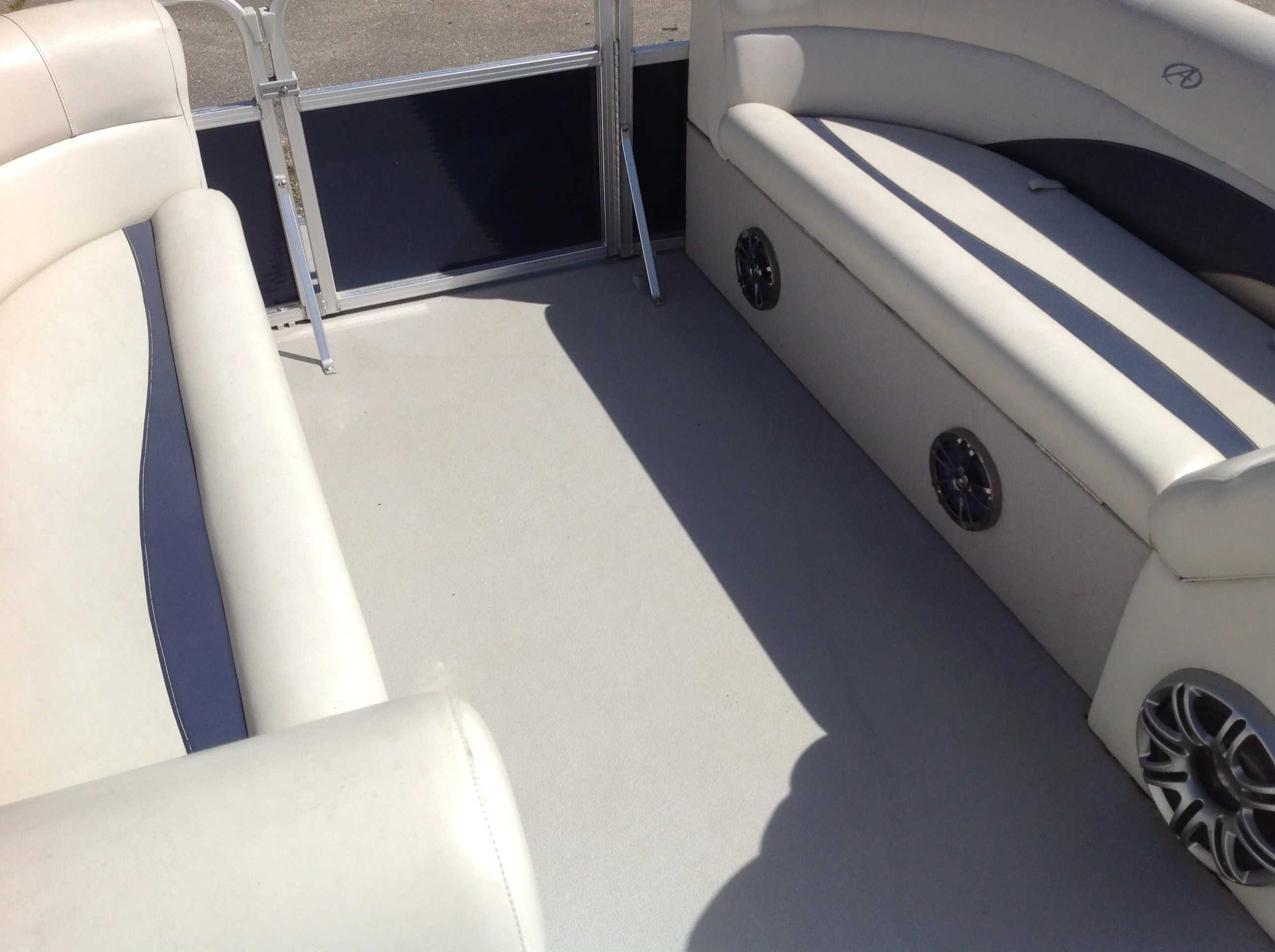 2012 Avalon boat for sale, model of the boat is Catalina Drl 2485 & Image # 4 of 14