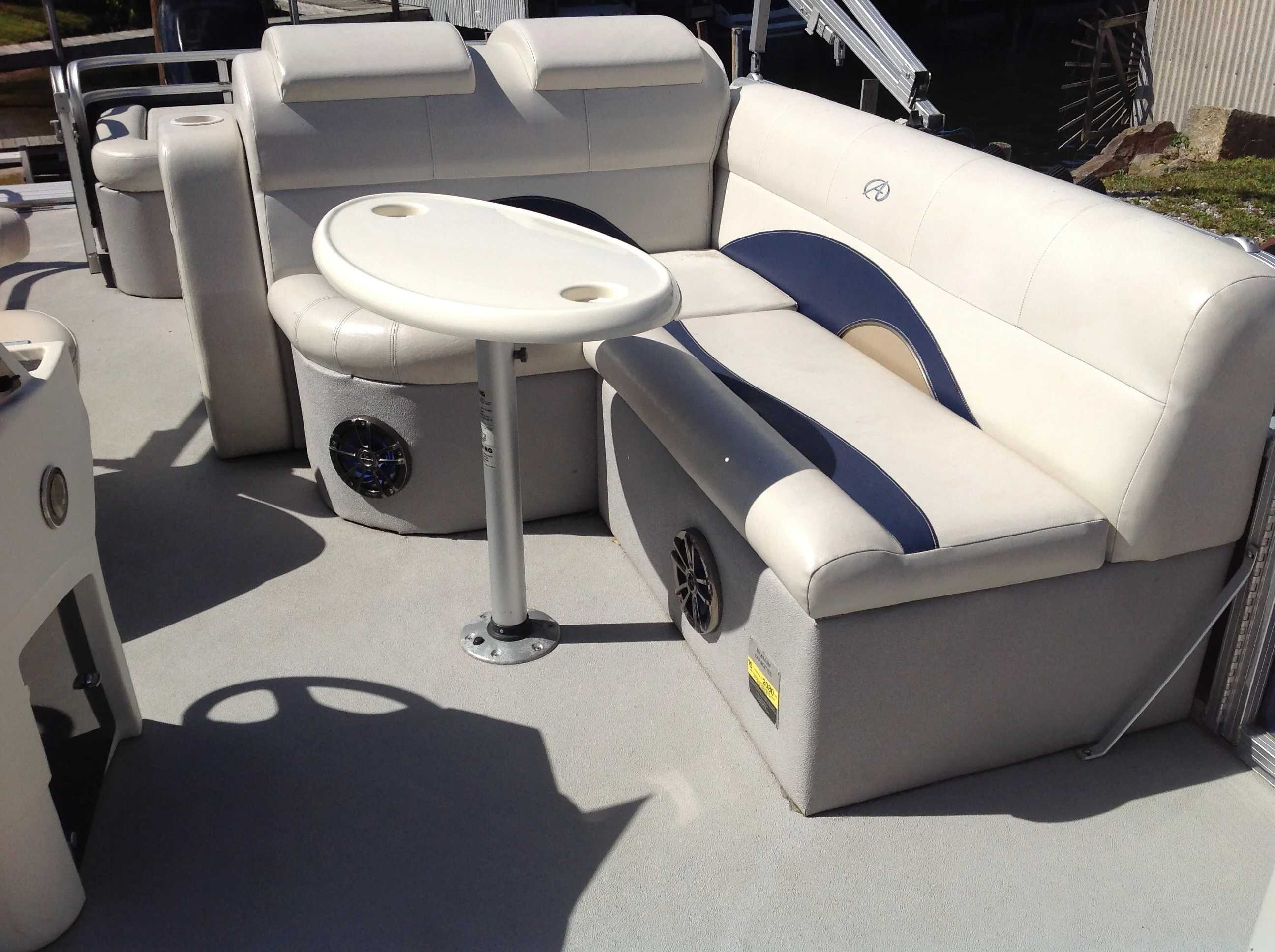 2012 Avalon boat for sale, model of the boat is Catalina Drl 2485 & Image # 9 of 14