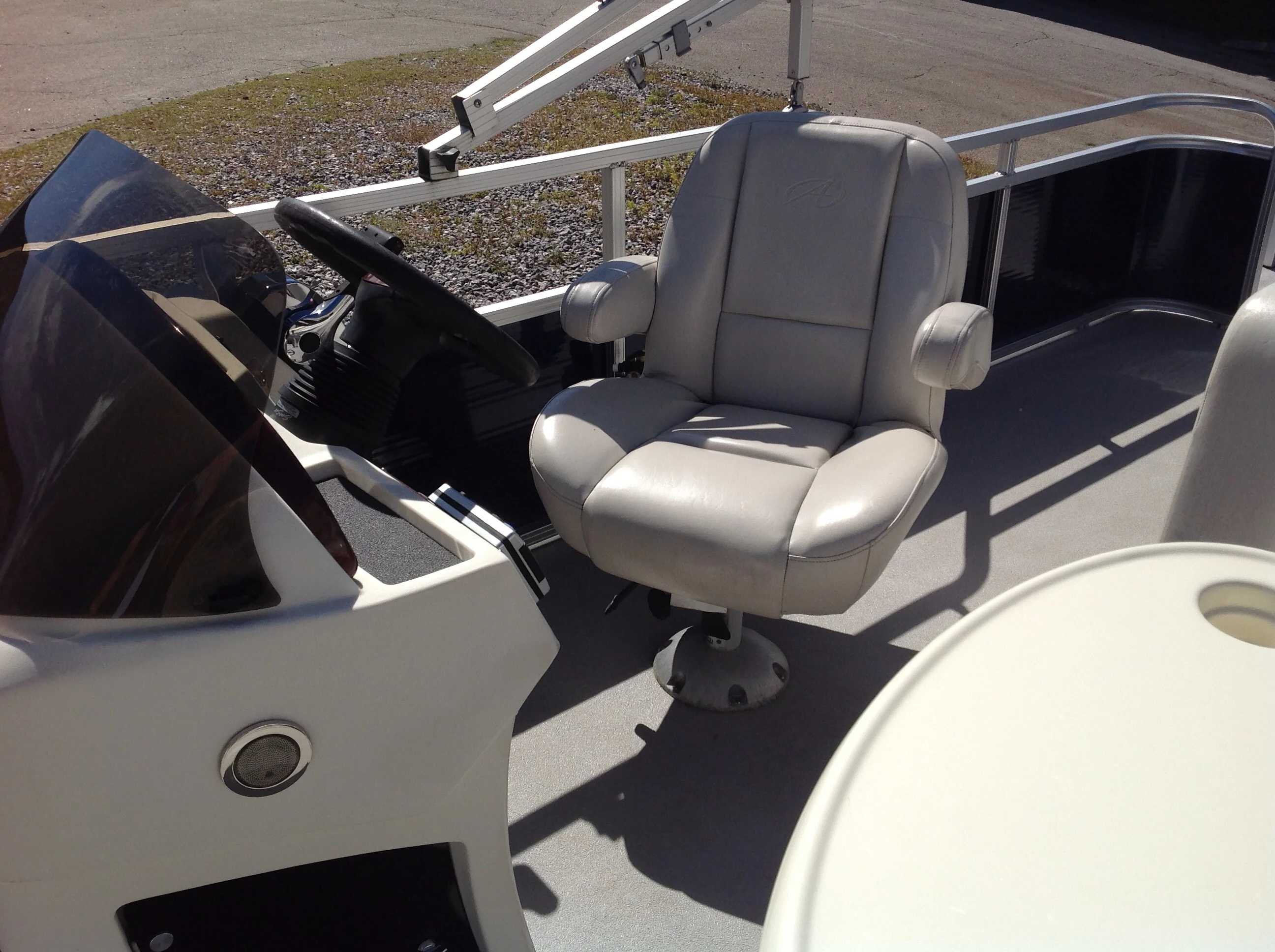 2012 Avalon boat for sale, model of the boat is Catalina Drl 2485 & Image # 8 of 14