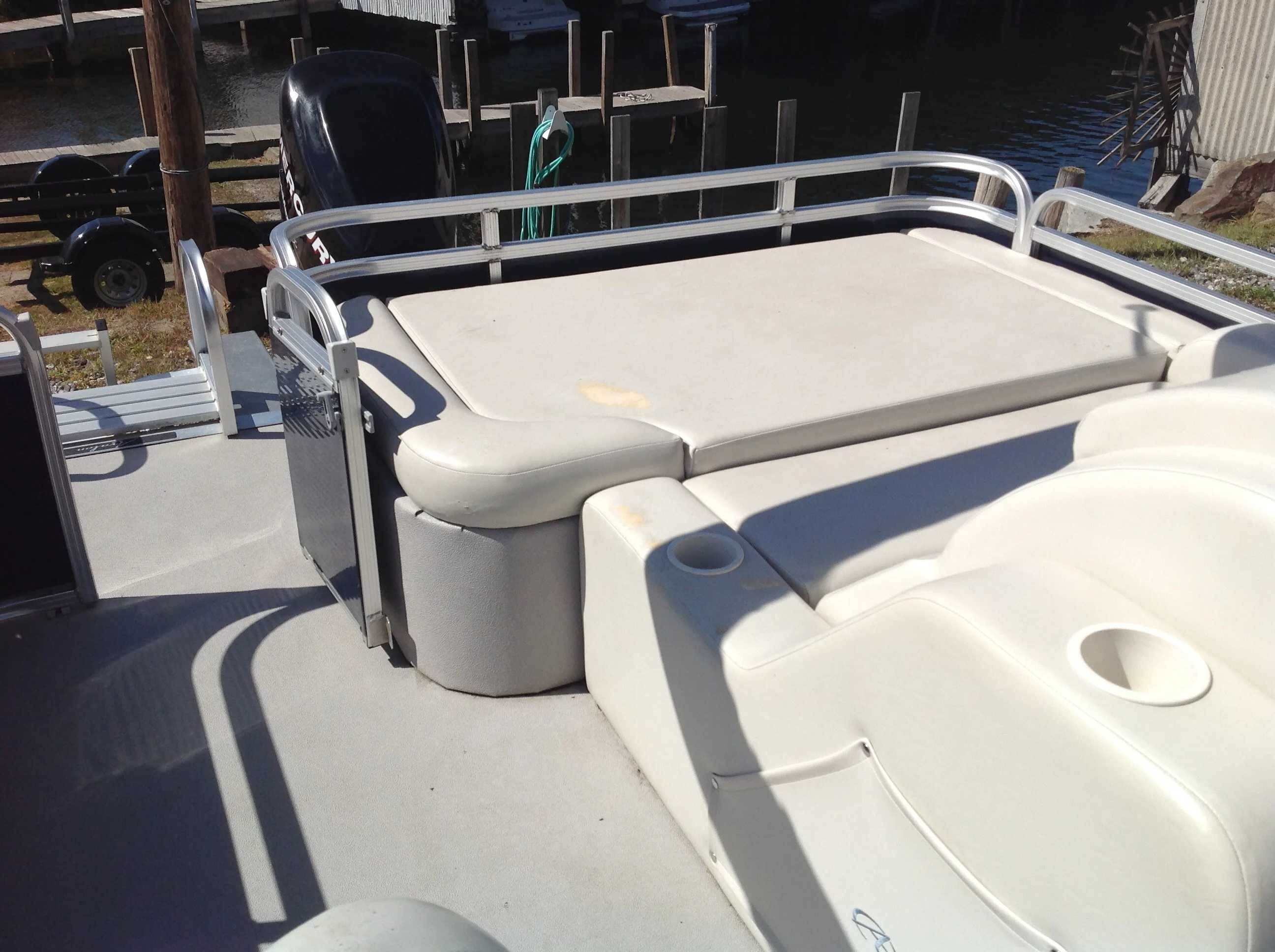 2012 Avalon boat for sale, model of the boat is Catalina Drl 2485 & Image # 10 of 14