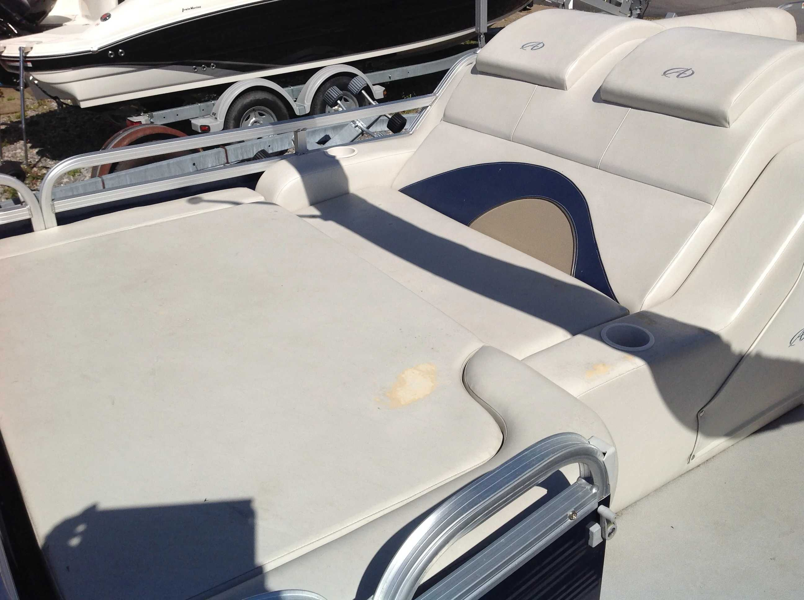 2012 Avalon boat for sale, model of the boat is Catalina Drl 2485 & Image # 12 of 14
