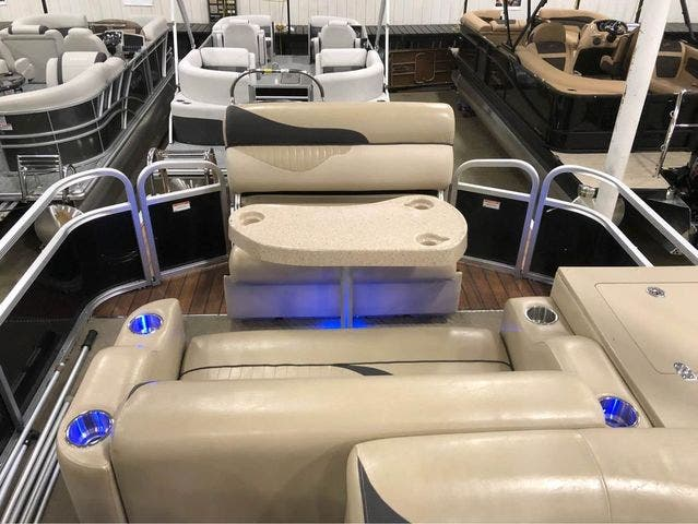 2012 Manitou boat for sale, model of the boat is 23 OASIS SE TT & Image # 4 of 15