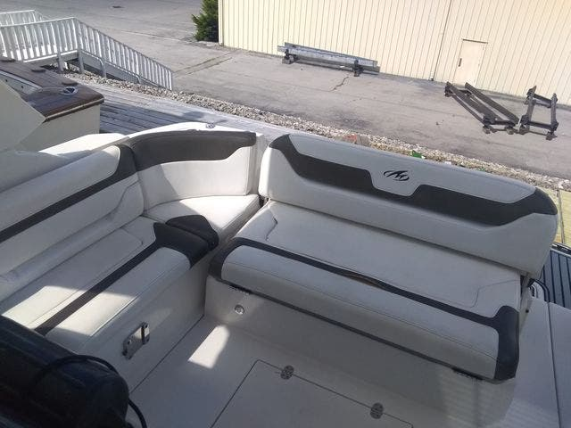 2012 Monterey boat for sale, model of the boat is 340 SPORT YACHT & Image # 17 of 54