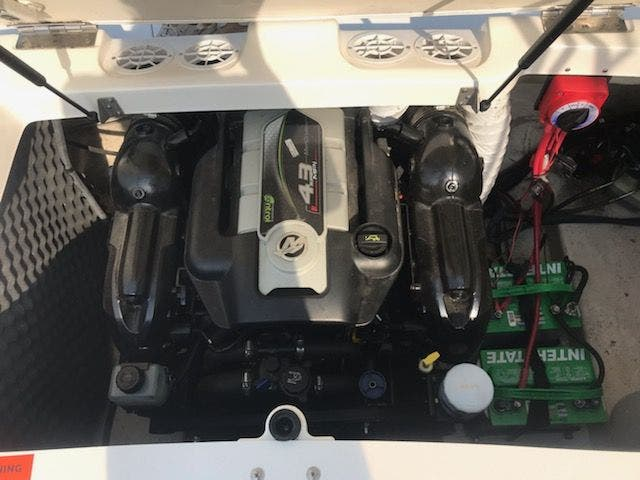 2012 Rinker boat for sale, model of the boat is 196 BOW RIDER & Image # 24 of 29