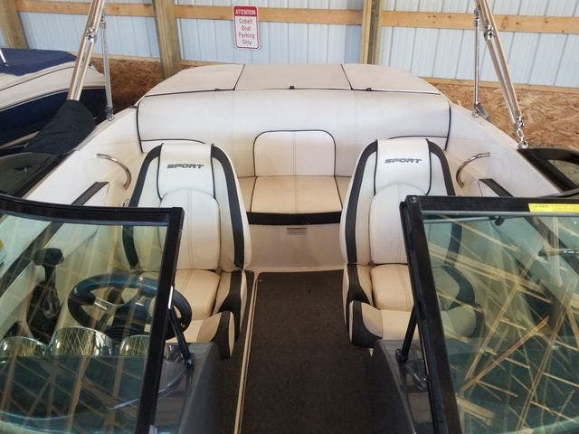 2012 Sea Ray boat for sale, model of the boat is 190 SPORT & Image # 5 of 18