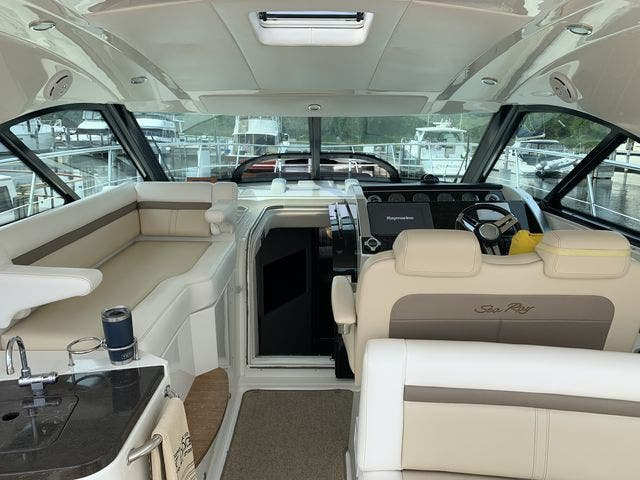 2012 Sea Ray boat for sale, model of the boat is 410 SUNDANCER & Image # 12 of 26