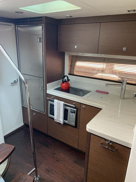 2012 Sea Ray boat for sale, model of the boat is 410 SUNDANCER & Image # 17 of 26