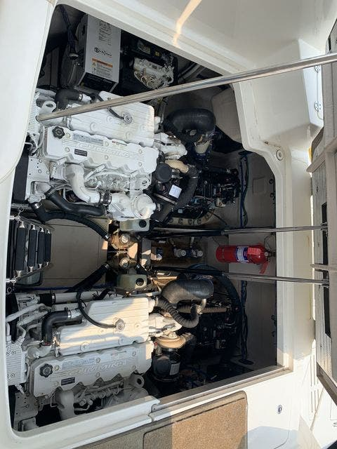 2012 Sea Ray boat for sale, model of the boat is 410 SUNDANCER & Image # 25 of 26