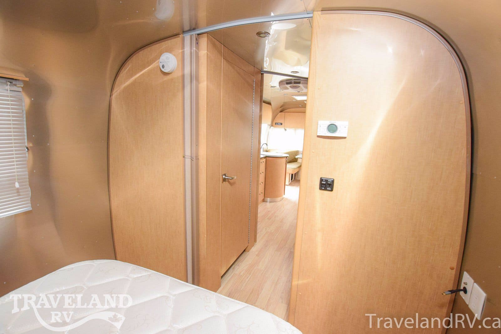 2013 Airstream Flying Cloud 27FB Thumbnail