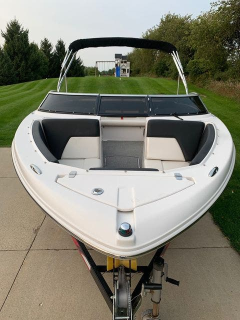 2013 Four Winns boat for sale, model of the boat is 210H/SIG & Image # 3 of 13