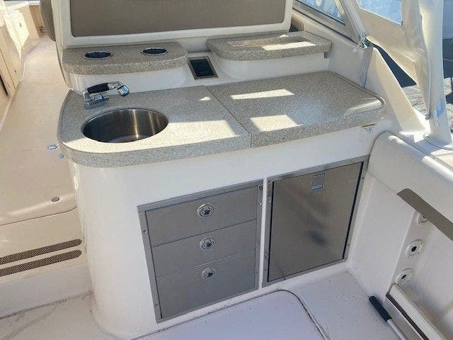 2014 Grady-White boat for sale, model of the boat is 335 FREEDOM & Image # 13 of 33