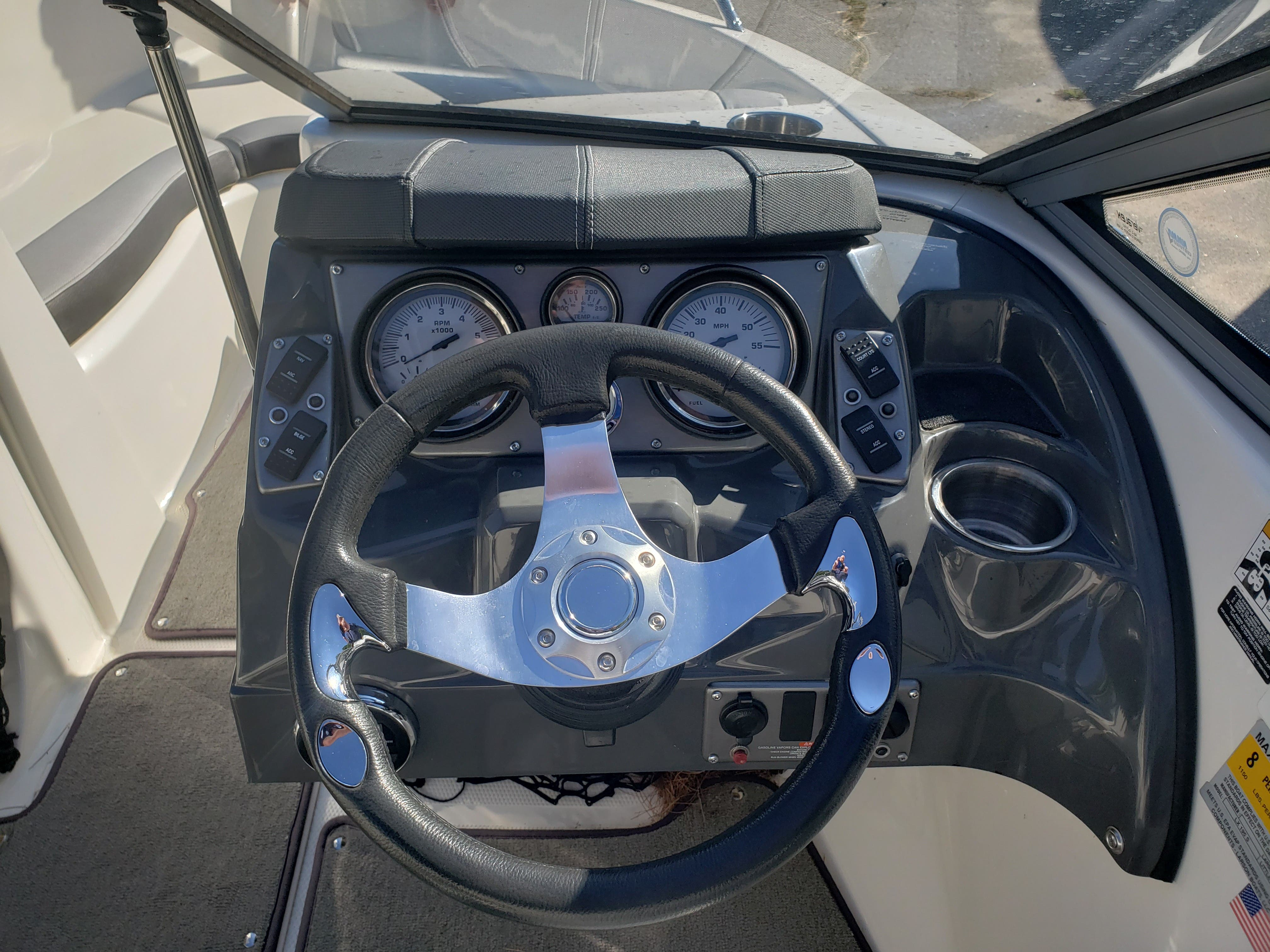 2014 Larson boat for sale, model of the boat is LX 195 S & Image # 5 of 10