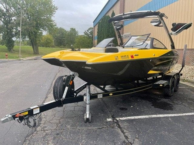 2014 Malibu boat for sale, model of the boat is 20 MXZ & Image # 3 of 20
