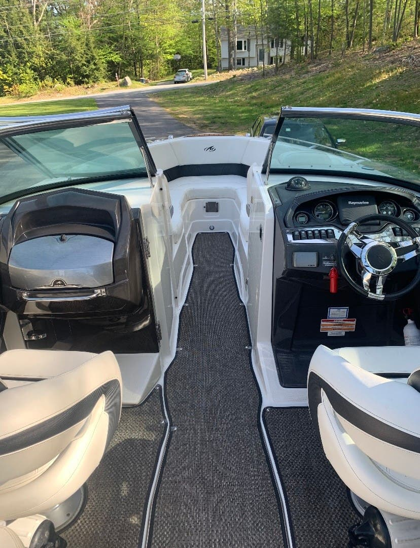 2014 Monterey boat for sale, model of the boat is 268SS & Image # 3 of 8