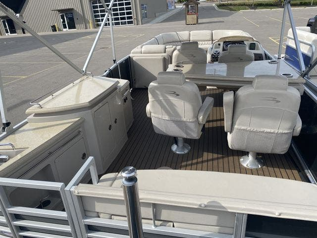 2015 Bennington boat for sale, model of the boat is 2575 RSD & Image # 4 of 11