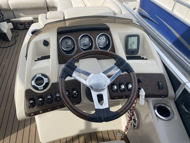 2015 Bennington boat for sale, model of the boat is 2575 RSD & Image # 7 of 11