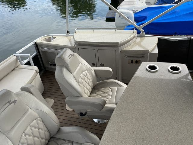 2015 Bennington boat for sale, model of the boat is 2575 RSD & Image # 9 of 11