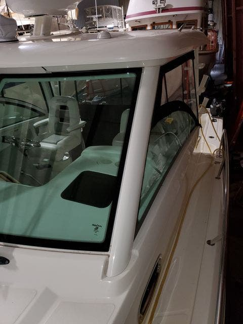 2015 Boston Whaler boat for sale, model of the boat is 315 CONQUEST & Image # 6 of 34
