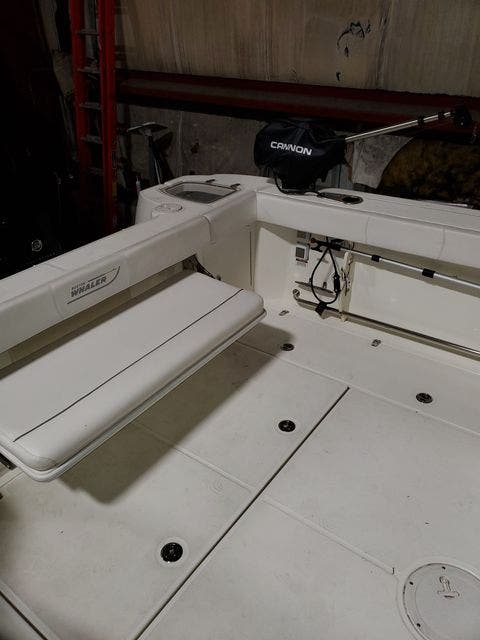 2015 Boston Whaler boat for sale, model of the boat is 315 CONQUEST & Image # 10 of 34