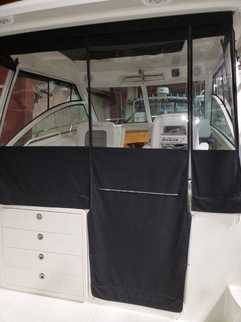 2015 Boston Whaler boat for sale, model of the boat is 315 CONQUEST & Image # 11 of 34