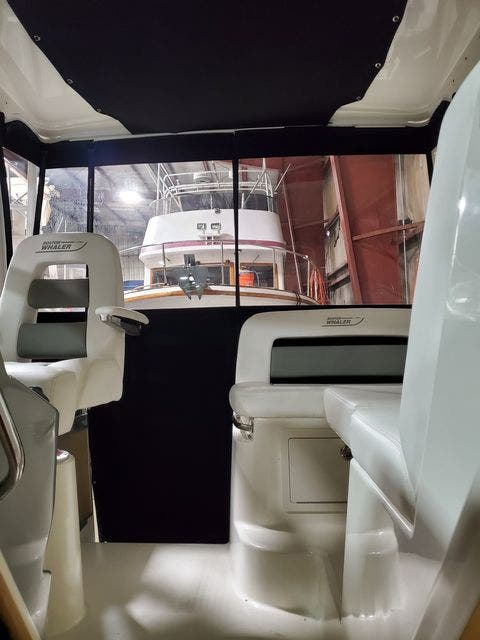 2015 Boston Whaler boat for sale, model of the boat is 315 CONQUEST & Image # 14 of 34