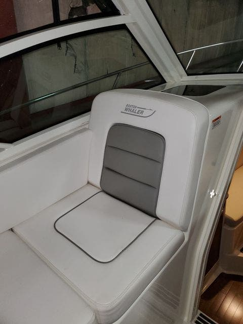 2015 Boston Whaler boat for sale, model of the boat is 315 CONQUEST & Image # 17 of 34