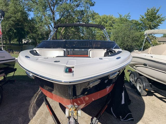 2015 Four Winns boat for sale, model of the boat is 210H & Image # 3 of 18
