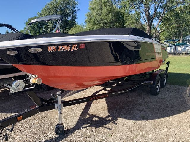 2015 Four Winns boat for sale, model of the boat is 210H & Image # 4 of 18