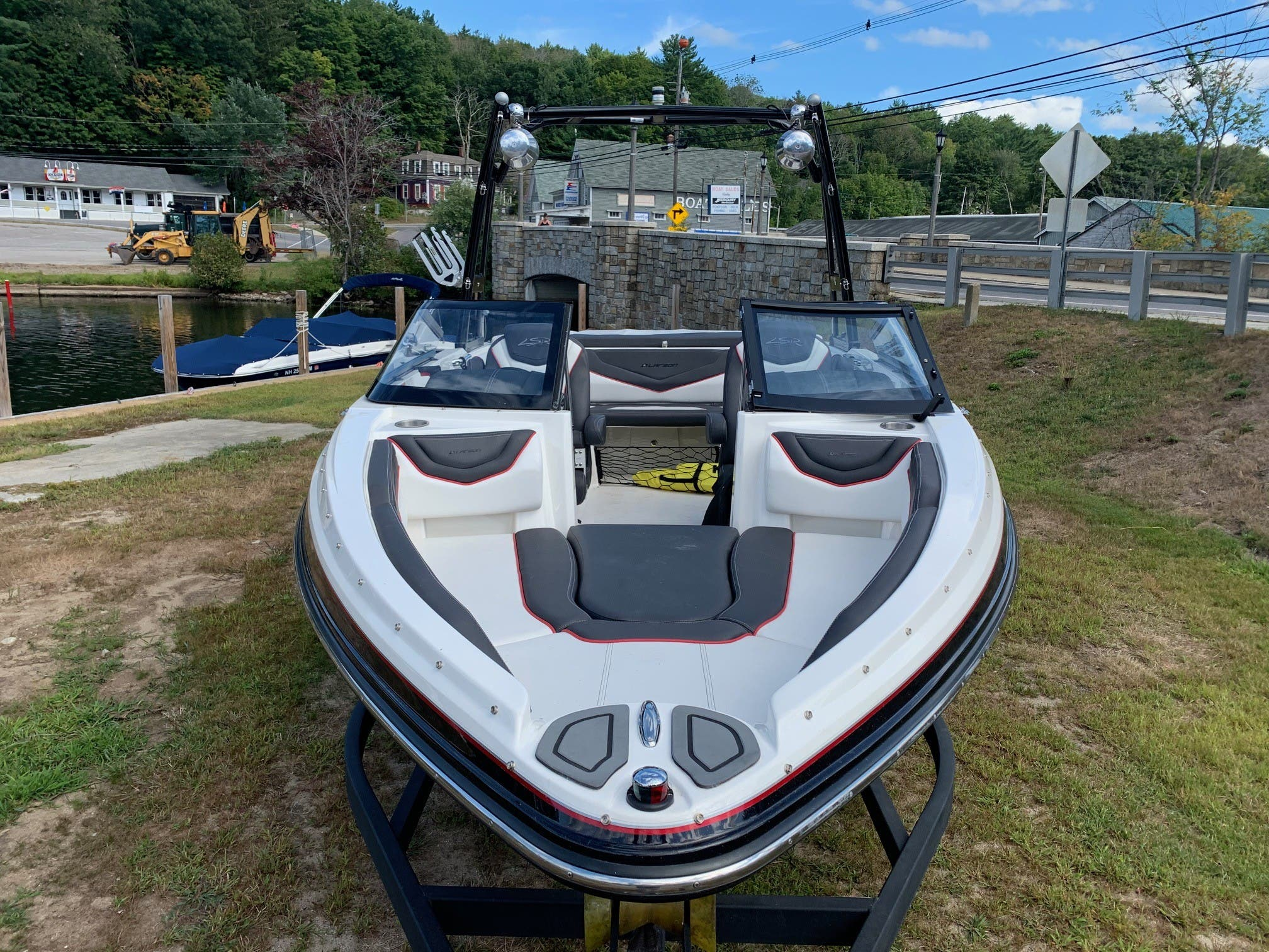 2015 Larson boat for sale, model of the boat is 2300 LSR & Image # 4 of 6