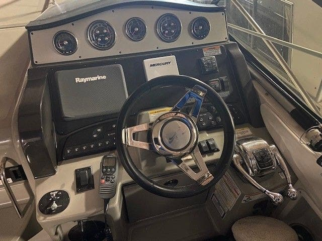 2015 Sea Ray boat for sale, model of the boat is 330 SUNDANCER & Image # 12 of 20