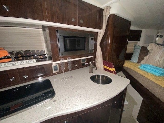 2015 Sea Ray boat for sale, model of the boat is 330 SUNDANCER & Image # 19 of 20