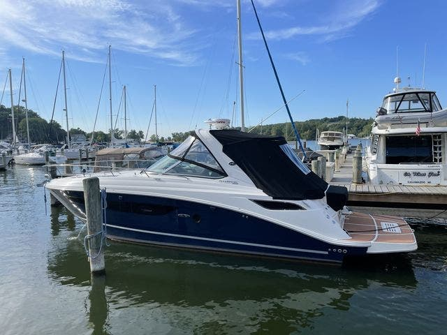 2015 Sea Ray boat for sale, model of the boat is 350 SUNDANCER & Image # 4 of 58