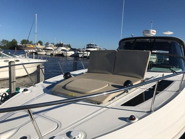 2015 Sea Ray boat for sale, model of the boat is 350 SUNDANCER & Image # 9 of 58