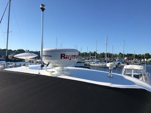2015 Sea Ray boat for sale, model of the boat is 350 SUNDANCER & Image # 10 of 58