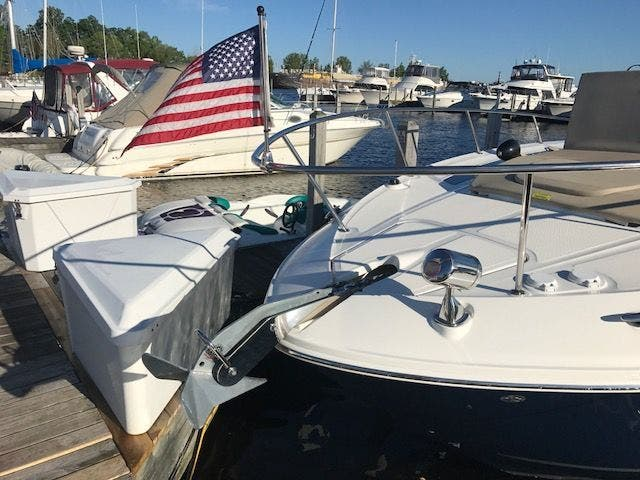 2015 Sea Ray boat for sale, model of the boat is 350 SUNDANCER & Image # 11 of 58